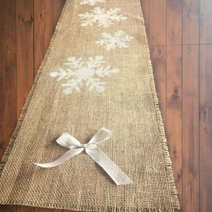 White Snowflake Table Runner, Burlap Christmas Runner, Rustic Christmas Table Decor, Holiday Table Linens, Table Decoration, Table Settings by HunnyBooCreations on Etsy