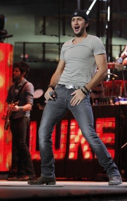 Luke Bryan dancing..hehe Hell yes!