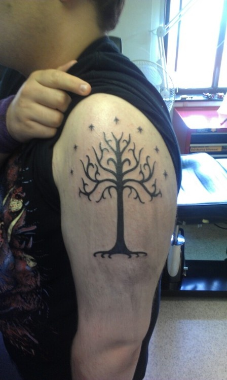 Tattoo of tree of gondor it 39 d be sweet to get this with a for Lord of the rings tattoo