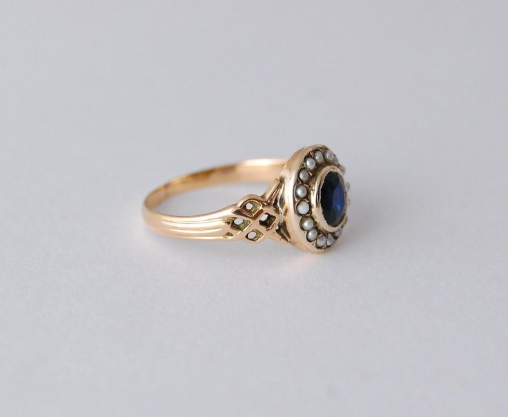 Antique Georgian Rose Gold Sapphire and Seed Pearl Cluster Ring #ContemporaryGoldJewellery #GoldJewelleryFormal #GoldJewelleryAntique