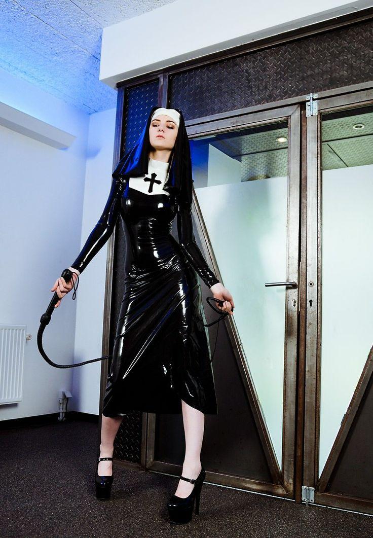 Mistress lady lou strapon fuckampblow - 4 4