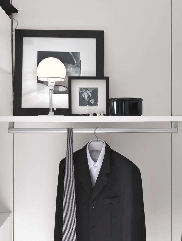 PRESOTTO | Varius walk-in closet with back panels and accessories in matt bianco candido lacquer. _ Cabina armadio Varius con schienali e attrezzature in laccato opaco bianco candido.