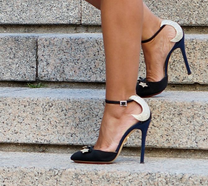 Amazing shoes of Charlotte Olympia in the blog Con Dos Tacones