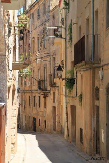 By Lucie Myre-Lauzon #montblancmedieval #Tarragona #Montblanc #Catalunya #Cataluña #Catalonia #Catalogne #turisme #tourisme #turismo #tourism #trip #travel #viatjar #viatge #viajar #viaje #urban #urbano #urbà #arquitectura #architecture #street_photography #citycenter #RTW #TravelAddict #vacances #vacaciones #holidays #slowlife
