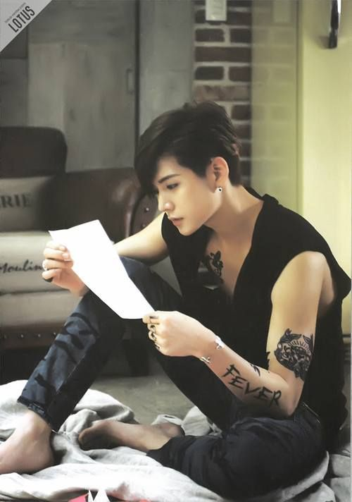 Ren Nu'est more masculine than the 'old' Ren