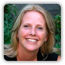 Jobtrainer Shirley Legdeur  Als trainer ben ik coachend, confronterend, creatief en enthousiast. Mijn expertise is het trainen van professionals op het gebied van presenteren, communiceren en samenwerken. Improvisatie is hierbij een belangrijke kwaliteit, waardoor iedere training anders is en inspirerend.