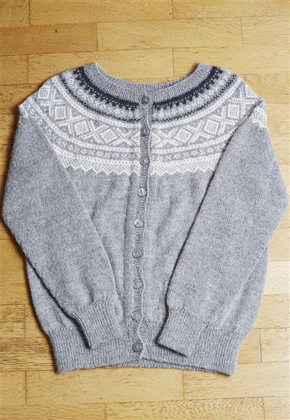"Tema 39: Modell 14 ""Marius"" kofte #norsk #klassiker #marius #strikk #knit"