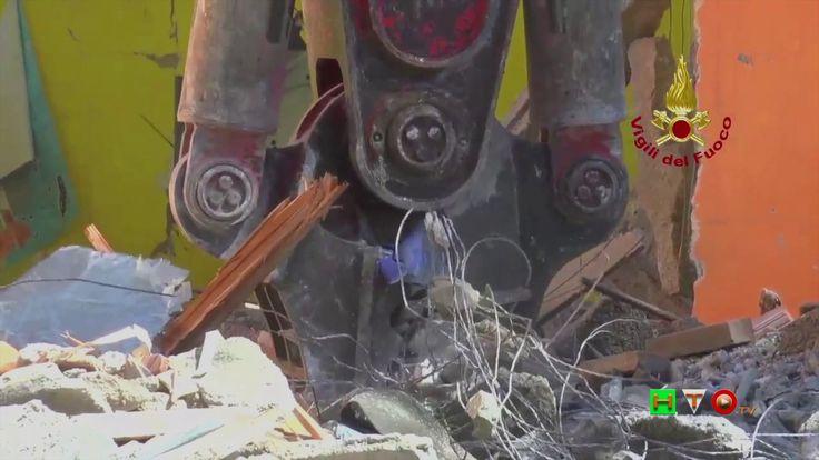 Vigili del Fuoco - Pieve Torina - Demolizione controllata della scuola d...