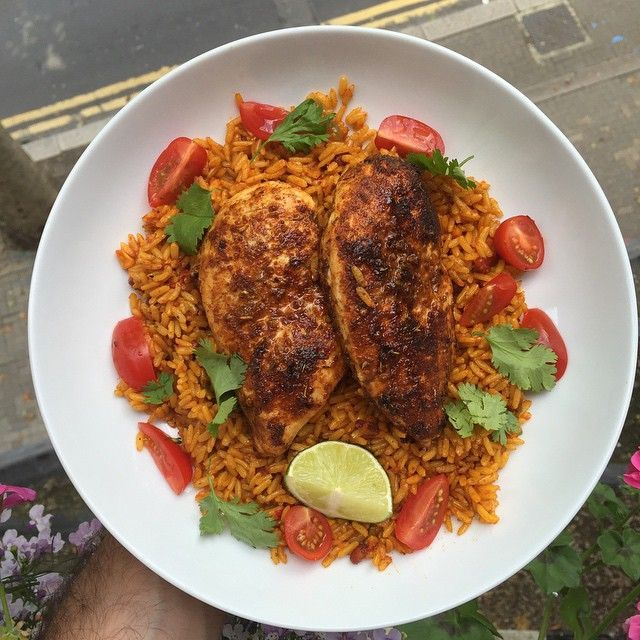 We're loving all of Joe's #Leanin15 recipeies - how good does this mexican rice with peri peri chicken look? The perfect post workout refuel meal.