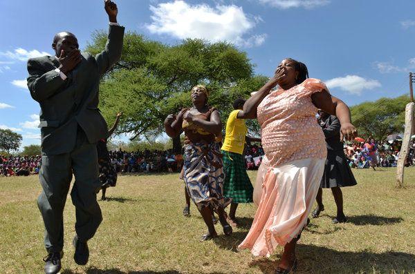 Mugabe Seeks Zimbabwe Edge by Pressing for Black Ownership - NYTimes