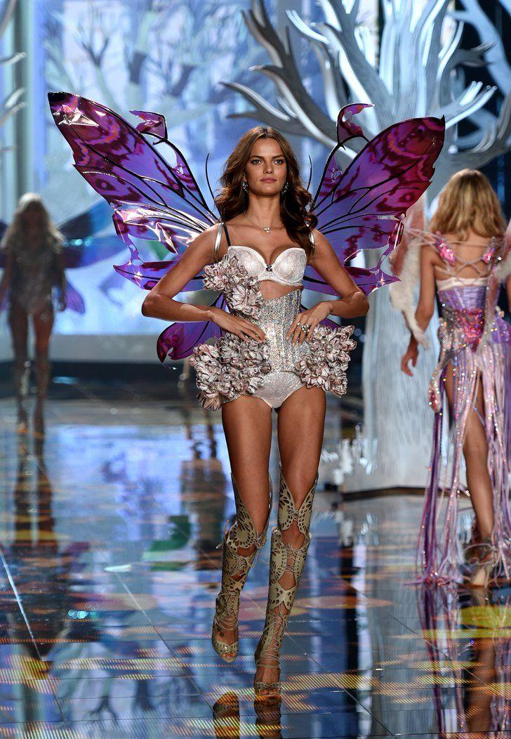 Pin for Later: Toutes Les Photos du Défilé Victoria's Secret, C'est Par Ici Défilé Victoria's Secret 2014 Barbara Fialho