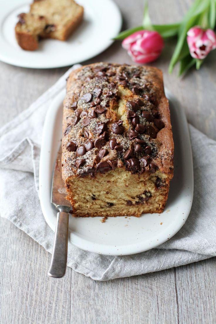 Pinkkejä kukkia ja suklaata. Ystävänpäivänä saa (ja pitää!) hempeillä. Tämän kakun pinnalla on reilusti suklaata ja espressojauheella maustettua sokeria.