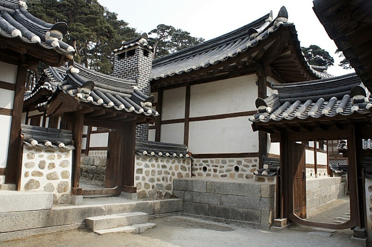 Hanok's have their own tiled roofs (Giwa), wooden beams and stone-block construction. Cheoma is the edge of Hanok's curvy roofs.