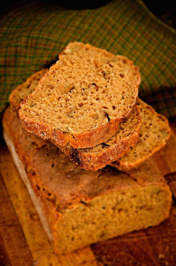 Chleb dyniowy na zakwasie   Sourdough pumpkin bread, for English scroll down        No to ruszam z dyniowymi przepisami. Na pierwszy ogień ...
