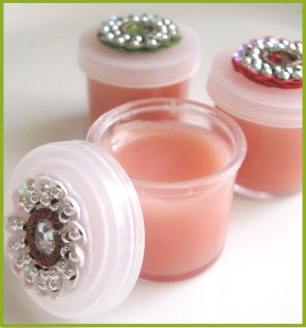 Homemade Lip Balm Recipe - I definitely like this and how natural it is. Yay for healthy stuff lol