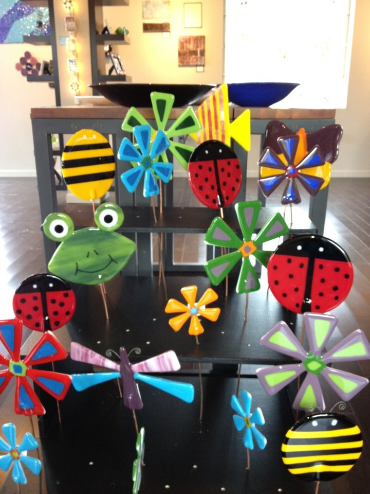Garden stakes...Frogs, crosses, flowers, butterflies, dragonflys, lady bugs, bubble bees, and fish!