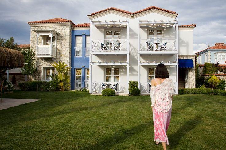 CASAOLİVA HOTEL  İki taş binadan oluşan Casaoliva merkeze yürüyüş mesafesinde, Alaçatı'nın renkli yaşamına yakın ama sakin ve huzurlu bir bölgede bulunuyor.   Bu özel butik oteli daha yakından tanımak için; http://bit.ly/1GoaI7y
