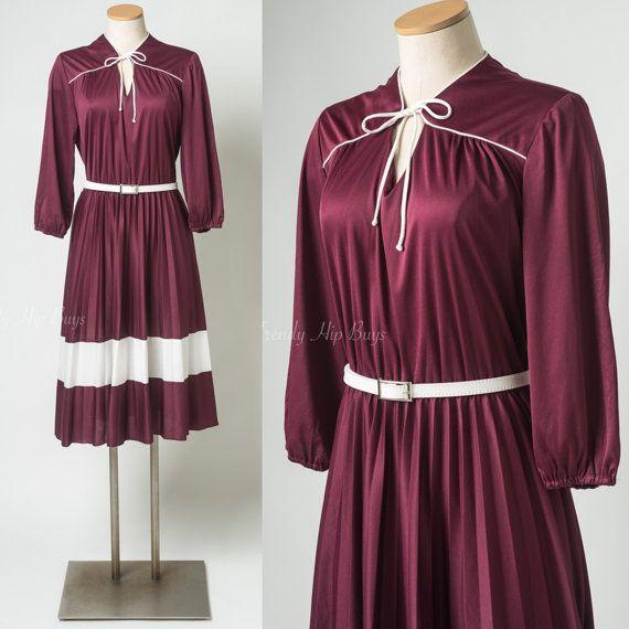 Hoi! Ik heb een geweldige listing op Etsy gevonden: https://www.etsy.com/nl/listing/398332561/70s-kleding-vintage-maroon-jurk-gekke