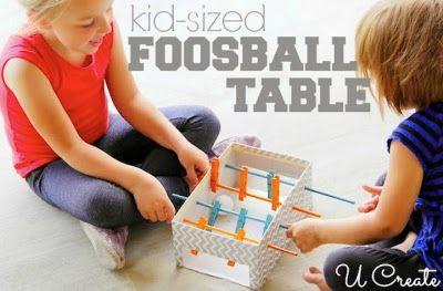 Jennys skolsida: Pyssel med kartong. Tillverka dig ett eget fotbollsspel och en labyrint.