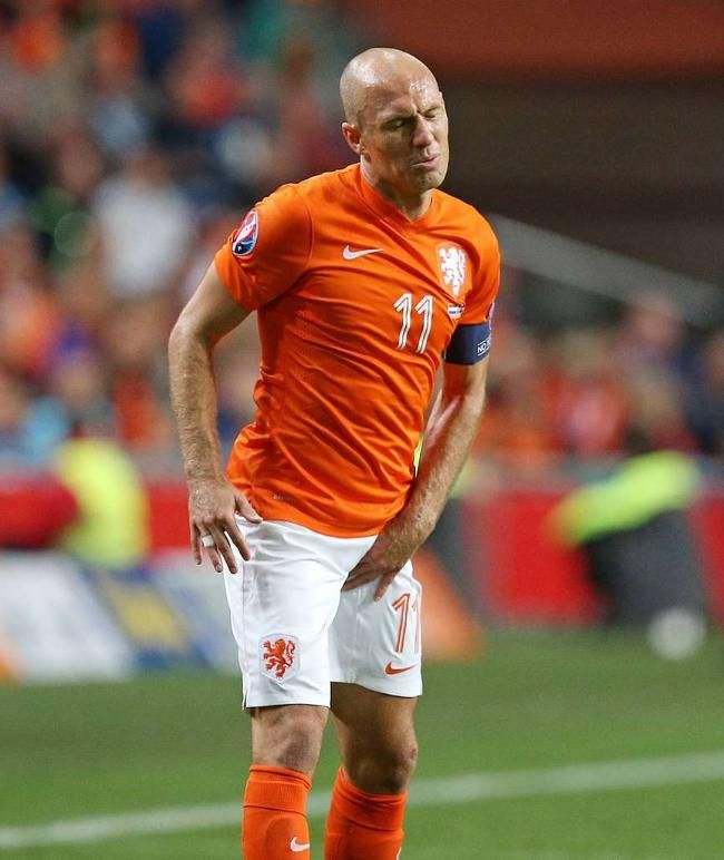 EM-Qualifikation: Robben verletzt, Holland in Not - Belgier feiern De-Bruyne-Gala http://www.bild.de/sport/fussball/fussball-em-qualifikation-2016/robben-verletzt-holland-in-not-42447756.bild.html