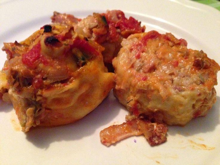 Rotoli Di Maiale e Gamberi Affumicato Con Salsa di Vongole e Pomodoro - Interesting Italian Shrimp bacon clam pasta wrap with pomodo sauce