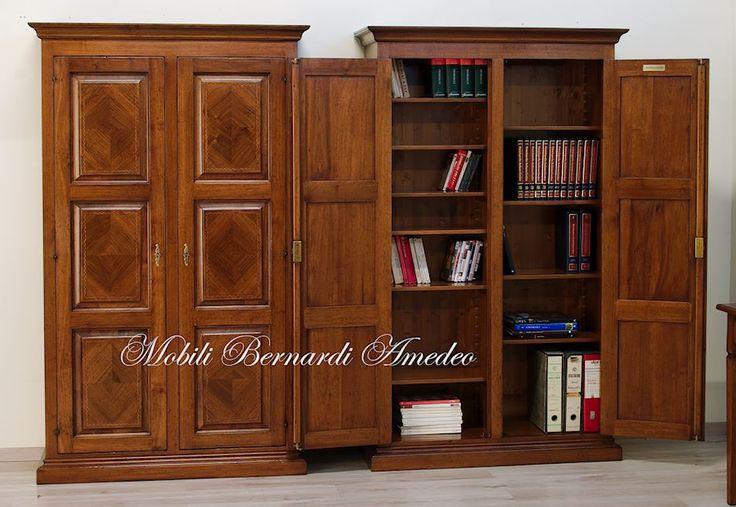 Armadietto dispensa libreria in noce massello, 2 ante con pannelli intarsiati in noce e filetto geometrico. Ripiani interni spostabili su altezze a scelta.