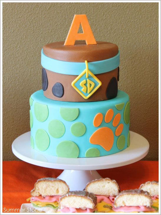 Scooby Doo cake. I really really wish I could get Keenan this cake for his birthday... But i dont think i would be that easy to do!