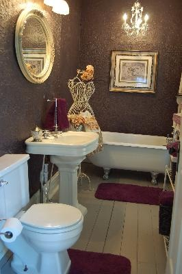 Victorian Bathroom   Click For More Pictures Of This Amazing Victorian Home