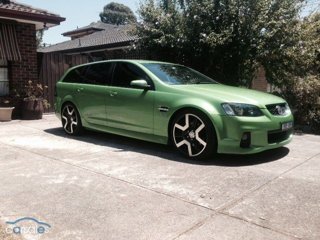 """2009 Holden Commodore VE SS V MY10 $19,900 Manual 176,081 km This 2009 Holden Commodore VE SS V has been looked after very well  it has regular services  it has VE GST 20"""" wheels on it including a spare which has some marks on some of the wheels  the vehicle has been professionally lowered and has has a 3"""" twin sports exhaust fitted  The windows are tinted also  regretful sale to buy a house"""