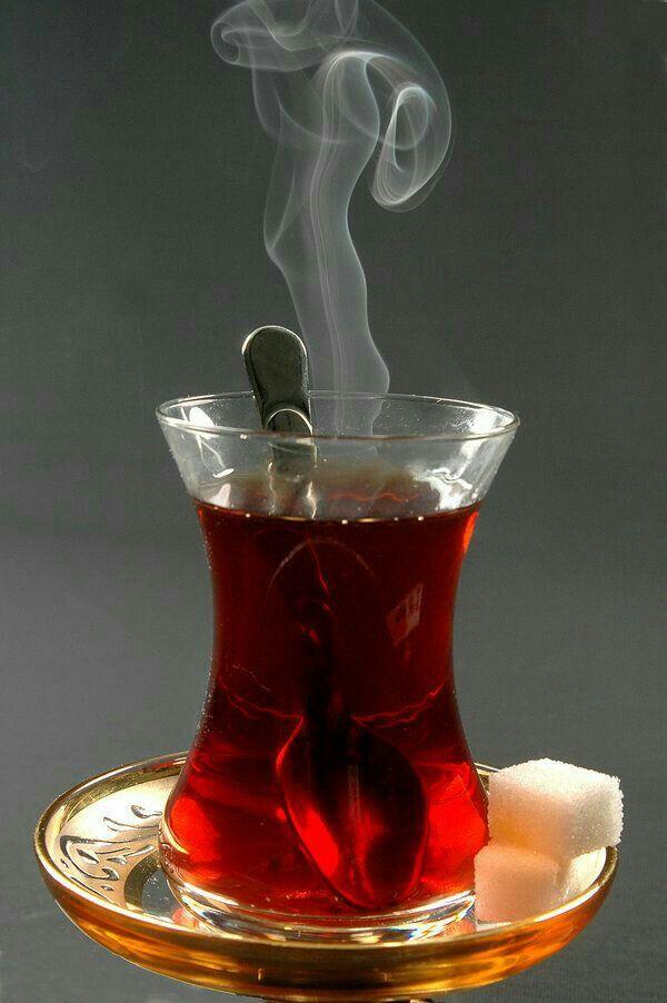 Çayı demlerken kokusu ve içerken ki keyfi hiç bir şeye değişmem :) bu resim şekerli ama şekersiz olsa daha iyi  ;)    /t.siyah/