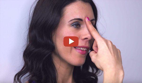 Facial Yoga Exercises To Try At Home – We all are quite familiar with the effective results of doing yoga, so why not try some yoga for our face? In the video, Danielle Collins teaches us some facial exercises to help to lift, …