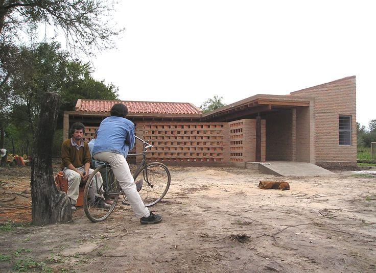 Arquitectos: Estudio ELGUE Ubicación: Villa Oliva, Paraguay Arquitectos De Proyecto: Luis Alberto Elgue / Cynthia Solis Patri