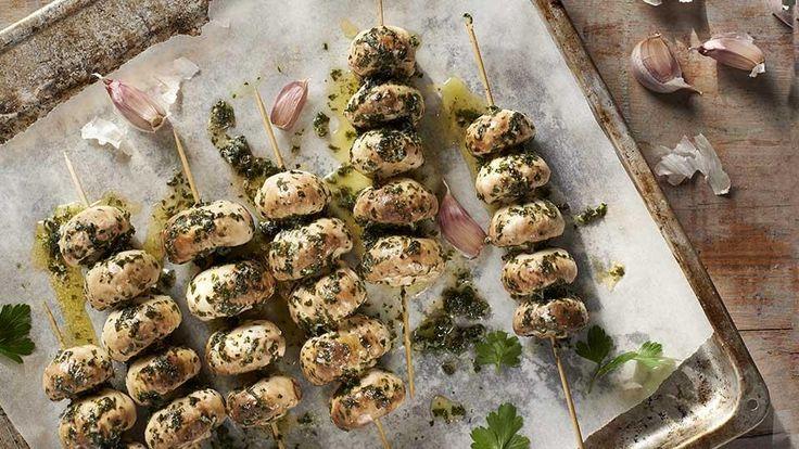 Szukasz pomysłu na ciekawe danie z grilla? Grillowane pieczarki w soli czosnkowej z pewnością Cię zachwycą!