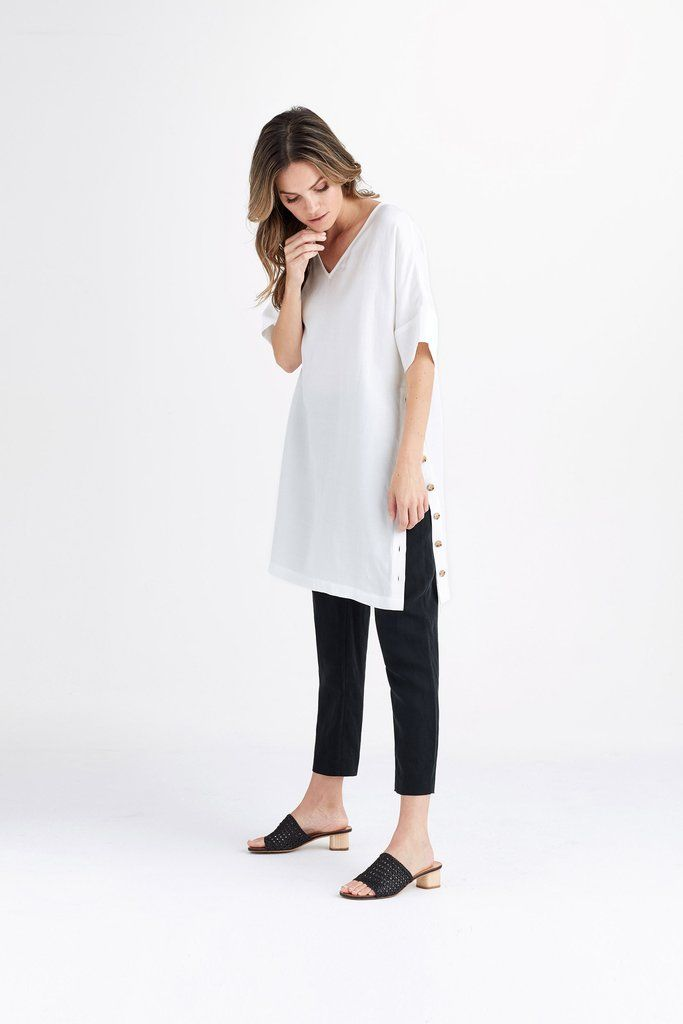 02dde95d92b The Relaxed Tunic | 10x10 inspo | Leather look skirts, Linen pants ...