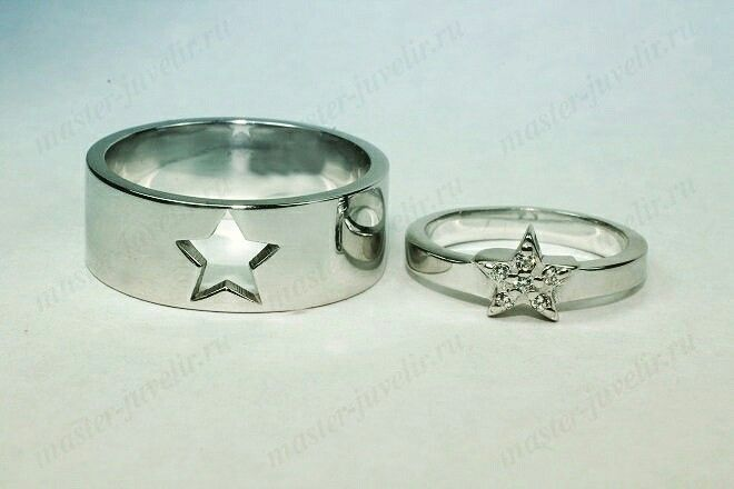 Обручальные кольца Звезды из белого золота. Изготовлены на заказ.  В женском кольце вставки - белые фианиты.  Артикул Обр1006,вес 3-8 гр. Возможно изготовление колец любого размера.