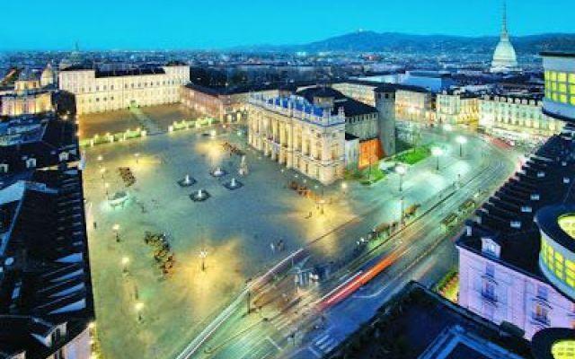 Torino una meta da non perdere, ecco la soluzione per un weekend da sogno Vorreste fare un viaggio, ma non potete perdere giorni lavorativi? Bene, Valigia Express ha la soluzione per voi, vi proponiamo: un weekend nella prima capitale d'Italia, senza permessi a lavoro e se #italia #viaggi #torino #piazzacastello