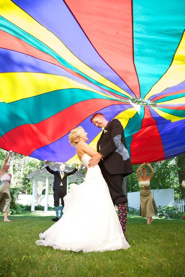 Parachute wedding picture idea