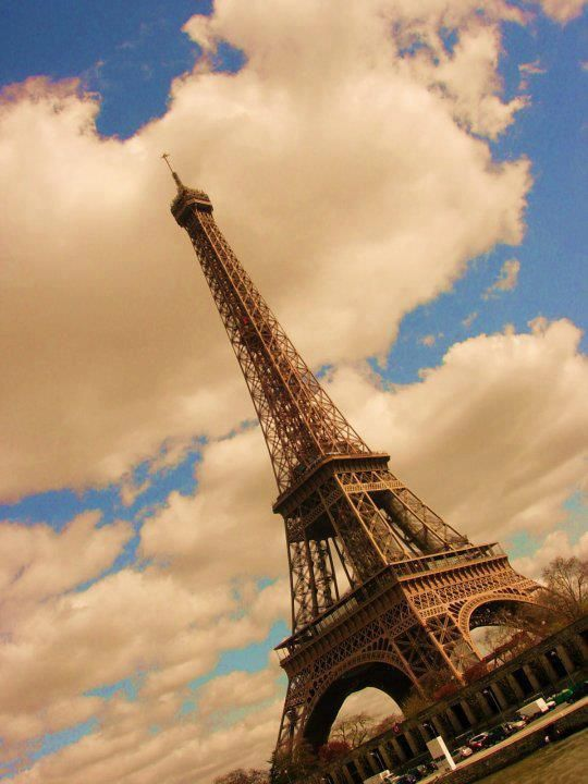 33 Amazing And Beautiful Places Around The World, Eiffel Tower – Paris, France By Darbare Eli