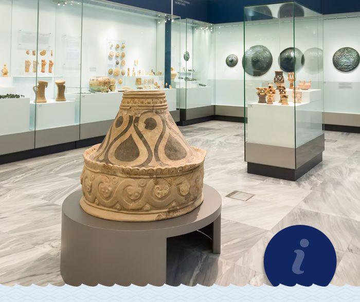 Βρισκόμαστε σε μία από τις αίθουσες του Αρχαιολογικού Μουσείου Ηράκλειου. Εσείς το έχετε επισκεφθεί; We are inside the Archaeological Museum of Heraklion. Have you been there yet? #Minoan_destinations