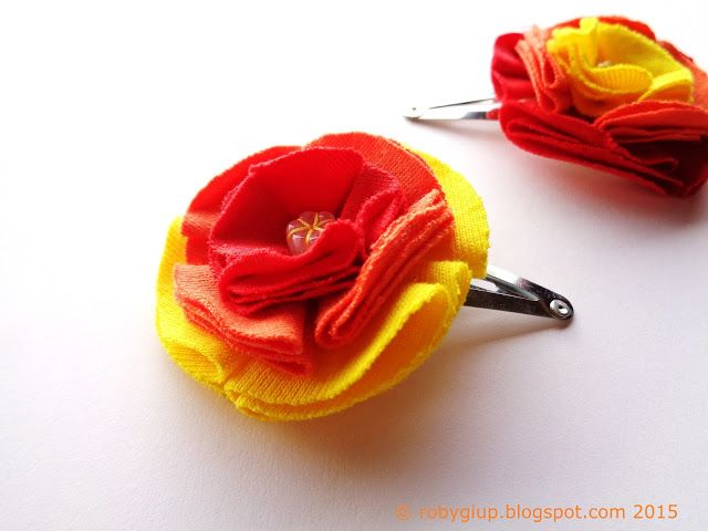Mollette con fiori sfumati in giallo, arancione e rosso, mollette per capelli abbinate con colori invertiti - Ombre flower clips in yellow orange and red, matching hair clips with inverted colors - RobyGiup handmade #gift #woman #mother #baby #girl #summer #accessory