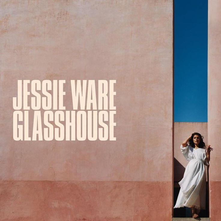 """E no primeiro """"Música às Sextas"""" de 2018 temos: """"Glasshouse"""" de Jessie Ware.  Vejam a review no post de hoje.  http://mycherrylipsblog.com/musica-as-sextas-jessie-ware-395936  #jessieware #music #glasshouse"""