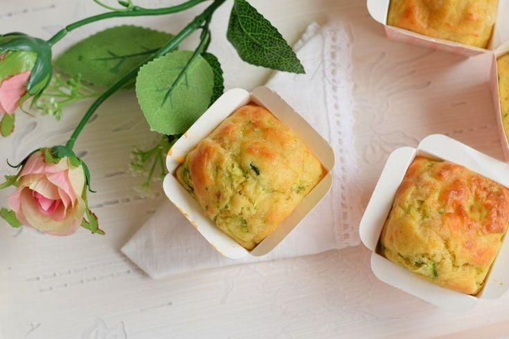 vuoi una ricetta facile e veloce per una cena a buffet o un pranzo fuori casa? Allora leggi la ricetta dei muffin salati alle zucchine.