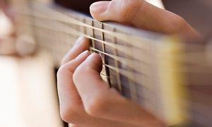 Groupon - Dó Maior – Portão: 1, 3 ou 6 meses de aula de canto, bateria, baixo, guitarra, violão ou mais outras 12 opções em Curitiba. Preço da oferta Groupon: R$79,90