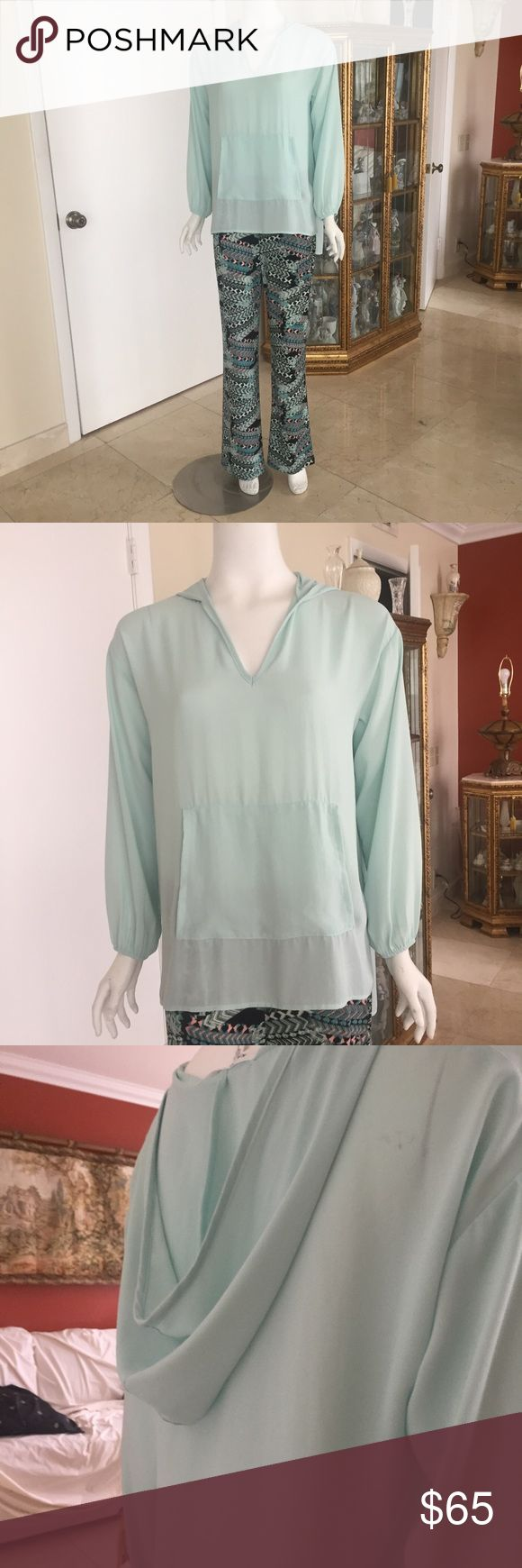 Karen Kane set, Karen Kane spectacular set of top and pants, perfect for your next cruise. Or for any other occasion.  Set is new, never worn, still with tags.  Top is a small but it runs big, pants are medium. Karen Kane Other