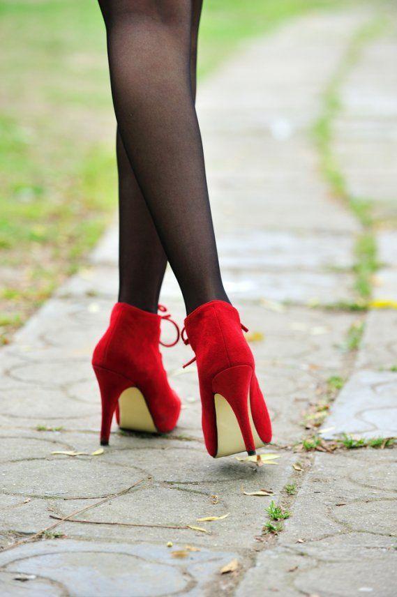 Come pulire le scarpe scamosciate? Ecco alcuni consigli pratici per far tornare le vostre scarpe come nuove!