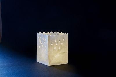 Luna e Stelle Sacchetto Piccolo da mettere in tavola  Alti 12 cm, profondi 10 cm e larghi 10 cm e sono fatti di carta biodegradabile e ignifuga. Codice dell'articolo: C038