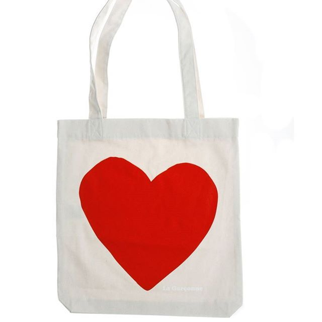 Eliminate your daily use of plastic bags. Be more fashionable and sustainable with the new #lagarconnevetements #shoppingbag 💚 #zerowaste #sustainablefashion #sustainableliving #sustainablelifestyle #reusablebags #reusablebag #reusable #herz #heart #green #fashiongoals #zurich #totebag #totebags #sustainability