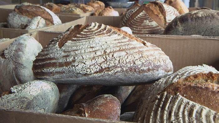 En France, toutes les occasions sont bonnes pour manger du pain. Consommé en tartine, en sandwich, pour saucer ou encore accompagner un morceau de fro...