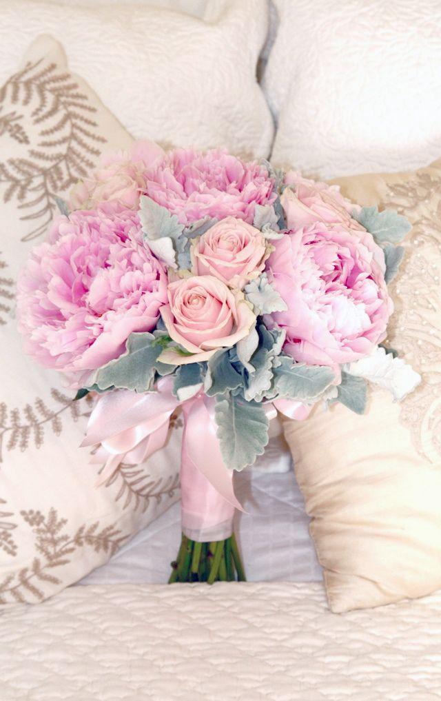 bouquet de la mari e pastel avec des pivoines et des roses. Black Bedroom Furniture Sets. Home Design Ideas