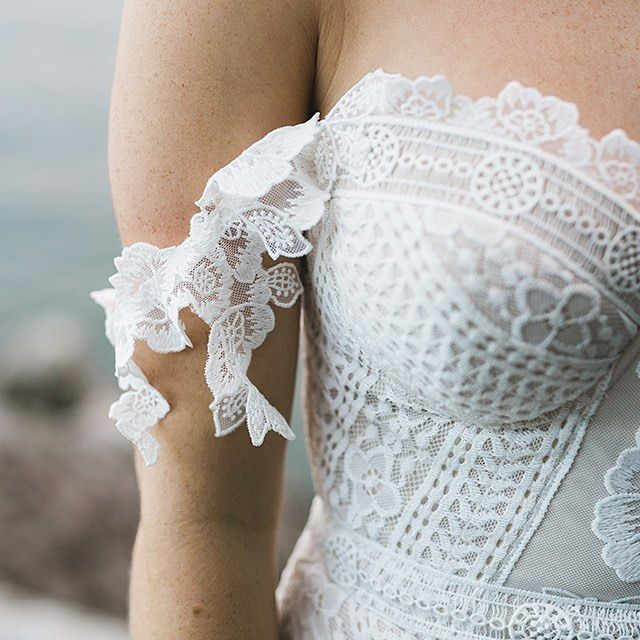 What a beautiful detail #foxgown #armbands #bohobride #foxlace